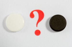 2つの異なる色をした駒