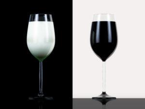 2つの異なるグラスの写真